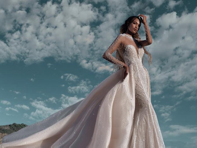Mẫu đầm trắng ngả màu nude phù hợp cho các cô dâu da ngăm.