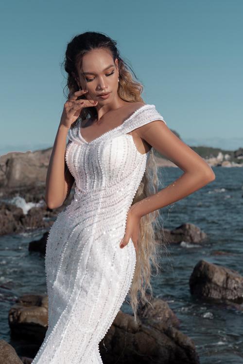 Mẫu đầm đuôi cá lấy cảm hứng từ các váy dạ hội của công chúa trong truyện cổ tích. Phom váy ôm giúp tôn dáng.