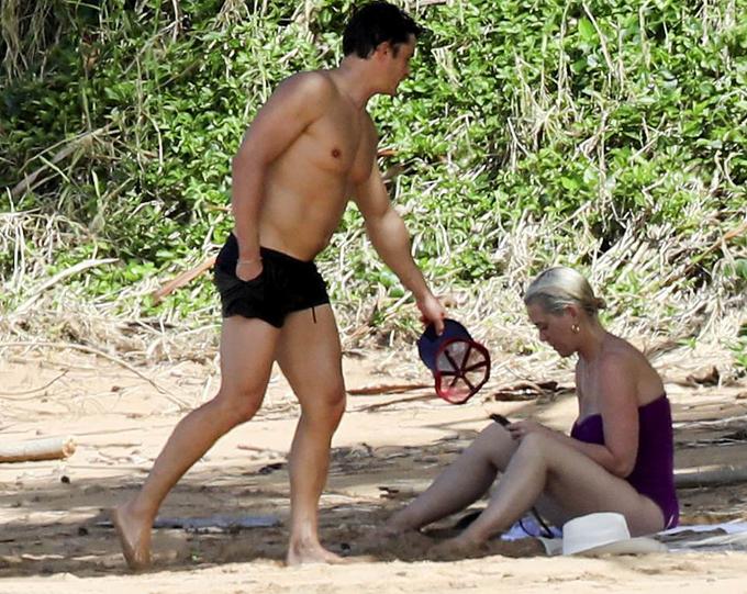 Orlando Bloom và Katy Perry trốn con đi nghỉ dưỡng. Đây là chuyến du lịch xa nhà đầu tiên của cặp sao từ khi Katy sinh con vào tháng 8 năm ngoái. Hai người trở lại Hawaii - nơi hẹn hò đầu tiên của họ hồi mới yêu nhau.