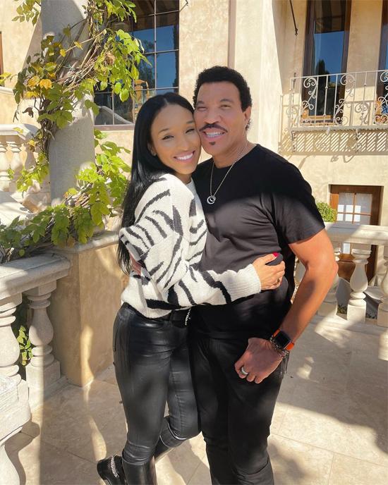 Lionel Richie và bạn gái trong ngày Valentine.