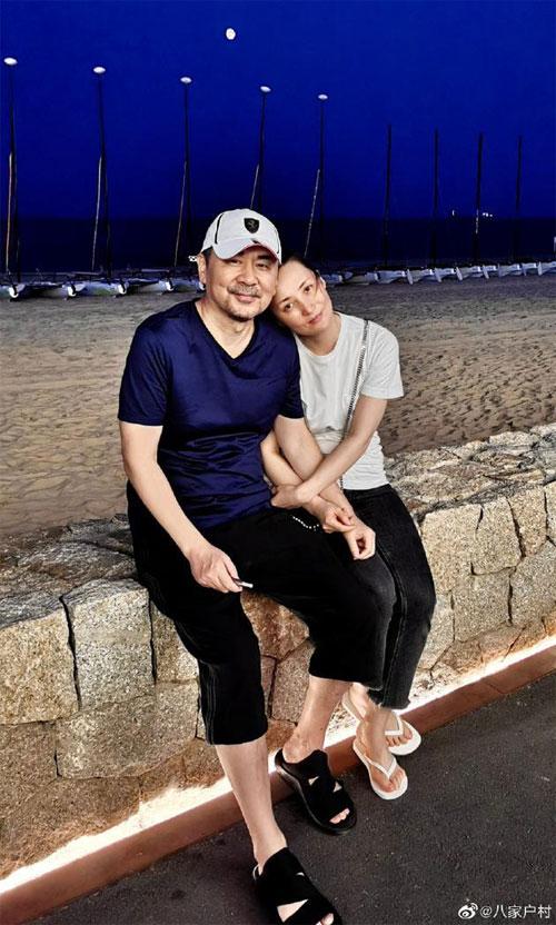 Tài tử Trần Kiến Bân đăng ảnh vợ chồng bên nhau.
