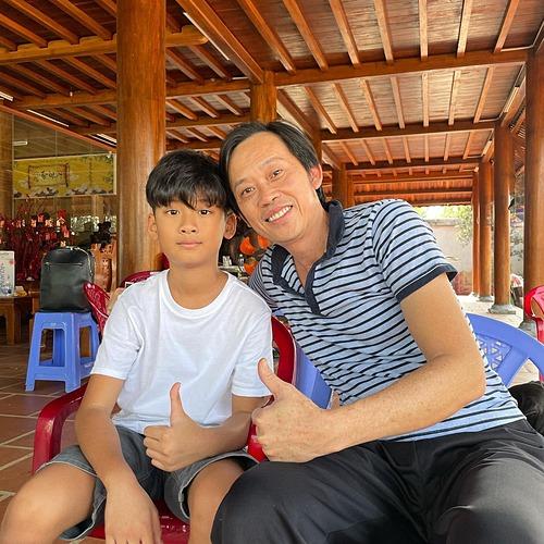 Lệ Quyên đưa con trai đi du xuân và tiết lộ điểm đến đầu tiên là thăm nhà thờ Tổ của nghệ sĩ Hoài Linh,