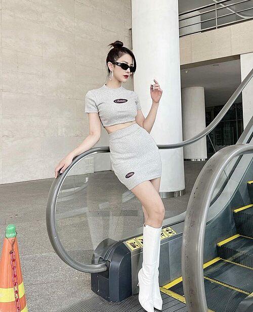 Diệp Lâm Anh tự nhận body đang ngon và hy vọng sẽ không bị lên cân để duy trì vóc dáng hiện tại. Vóc dáng của bà mẹ hai con khiến nhiều người xuýt xoa.