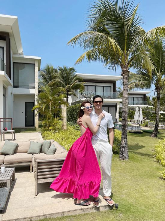 Cặp đôi đi nghỉ dưỡng 2 ngày ở Hồ Tràm, Vũng Tàu. Họ lưu trú tại một resort cao cấp với phong cảnh tuyệt đẹp.