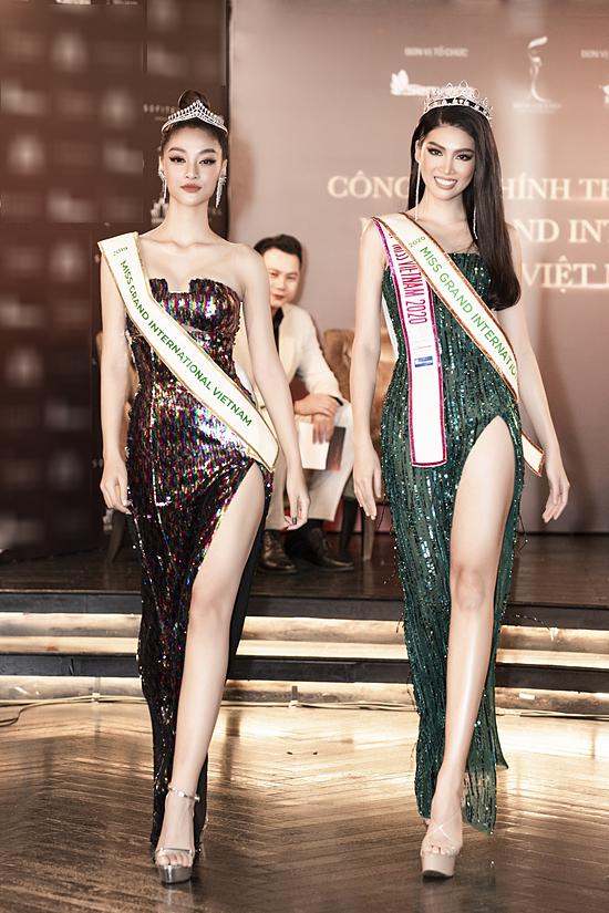 Á hậu Kiều Loan và Ngọc Thảo biểu diễn catwalk trong buổi lễ.
