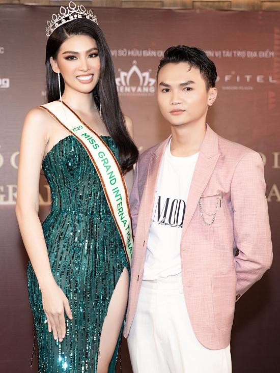 Stylist Kiệt Cao đảm nhận phần hình ảnh của đại diện Việt Nam xuyên suốt cuộc thi.