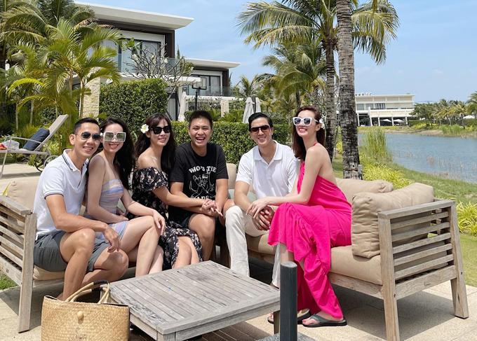 Khánh My - Tiến Vũ đi cùng hội bạn thân hơn 10 năm của nữ diễn viên. Họ có 2 ngày tận hưởng cảm giác thư giãn, thảnh thơi ở Vũng Tàu.