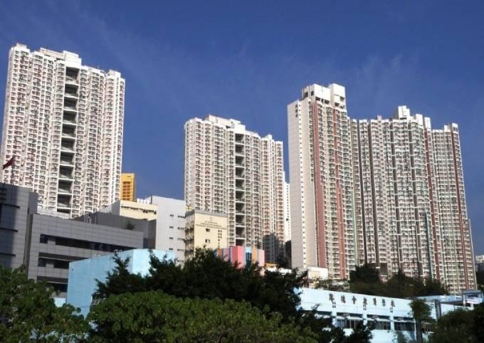 Tòa Luen Yan House nơi cụ bà 72 tuổi nhảy lầu. Ảnh: SCMP.