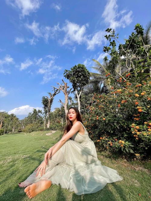 Váy maxi bay bổng cũng là một trong những trang phục được Hồ Ngọc Hà yêu thích khi đi du lịch.