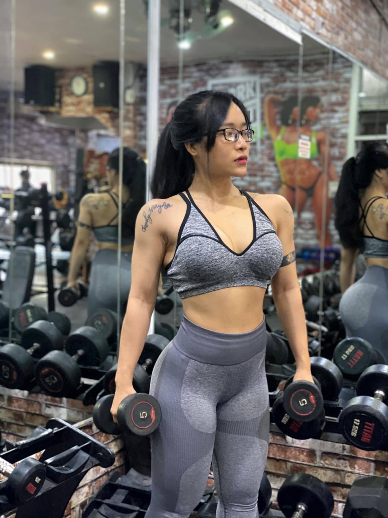 Quỳnh luyện tập hằng ngày để có một cơ thể cân đối.