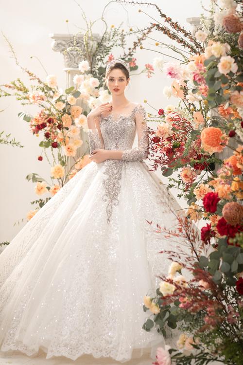 Từng chi tiết váy đều được tính toán kỹ để cho ra sản phẩm cao cấp đáp ứng nhu cầu cô dâu.