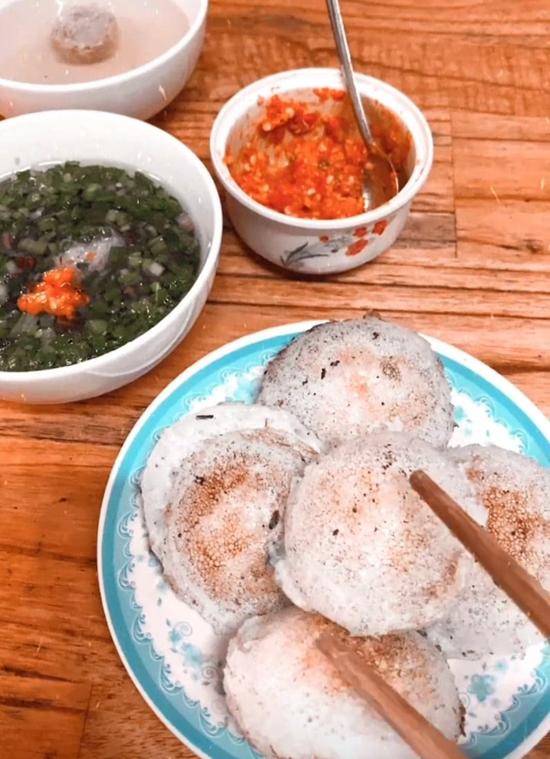 Tăng Thanh Hà mê bánh căn xíu mại Đà Lạt - 2