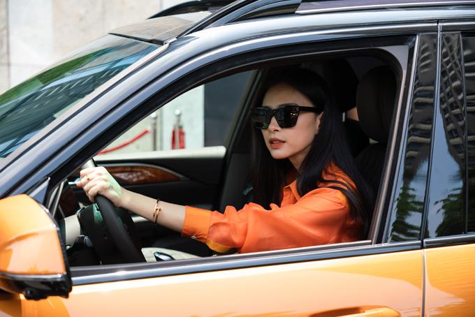 Ngô Thanh Vân lái thử chiếc VinFast President.