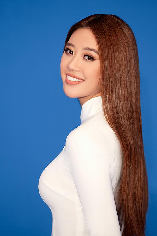 Khánh Vân rất có duyên với tà áo dài - hình ảnh đại diện cho quê hương Việt Nam. Cô từng đăng quang Miss Áo dài nữ sinh Việt Nam 2013, hai lần đoạt danh hiệu Người đẹp Áo dài tại Hoa hậu Hoàn vũ Việt Nam 2015 và 2019. Áo dài cũng là cảm hứng chính cho thiết kế trang phục dân tộc Khánh Vân mang đến Miss Universe 2020.