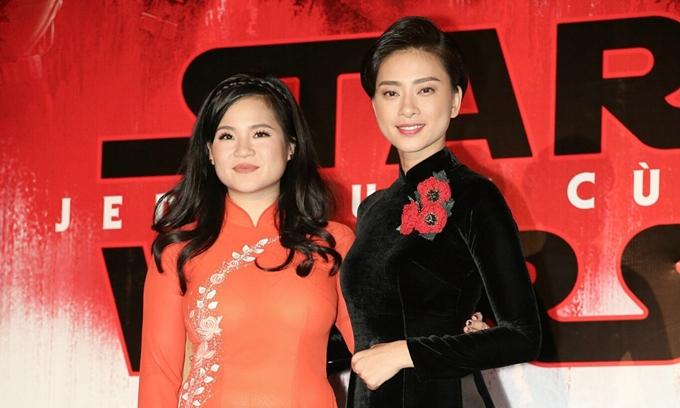 Kelly Marie Tran (trái) mặc áo dài, cùng Ngô Thanh Vân quảng bá phim Star Wars: The Last Jedi vào năm 2017.