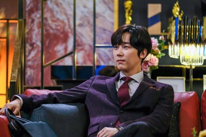 Yoon Jong Hoon đảm nhận một trong các vai chính của loạt phim Penthouse.