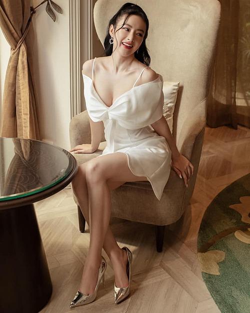 Angela Phương Trinh gợi cảm trong bộ ảnh thời trang mới.