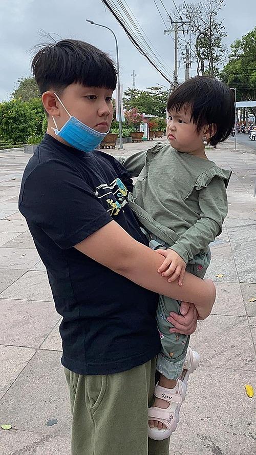 Con trai Lê Phương buồn vì tăng vài kg sau Tết.