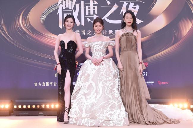Trăm hoa đua sắc trên thảm đỏ Weibo - 12