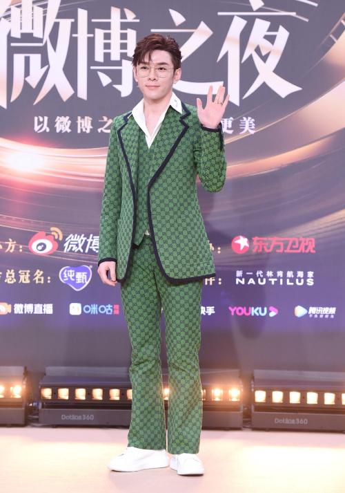 Trăm hoa đua sắc trên thảm đỏ Weibo - 20