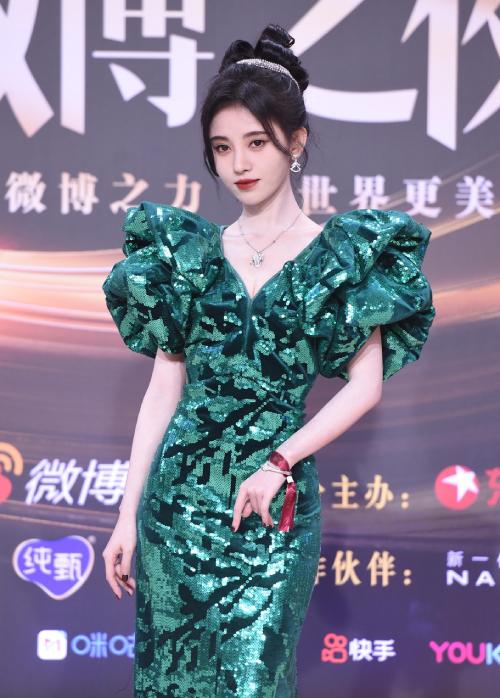 Trăm hoa đua sắc trên thảm đỏ Weibo - 10