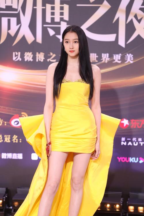 Trăm hoa đua sắc trên thảm đỏ Weibo - 8