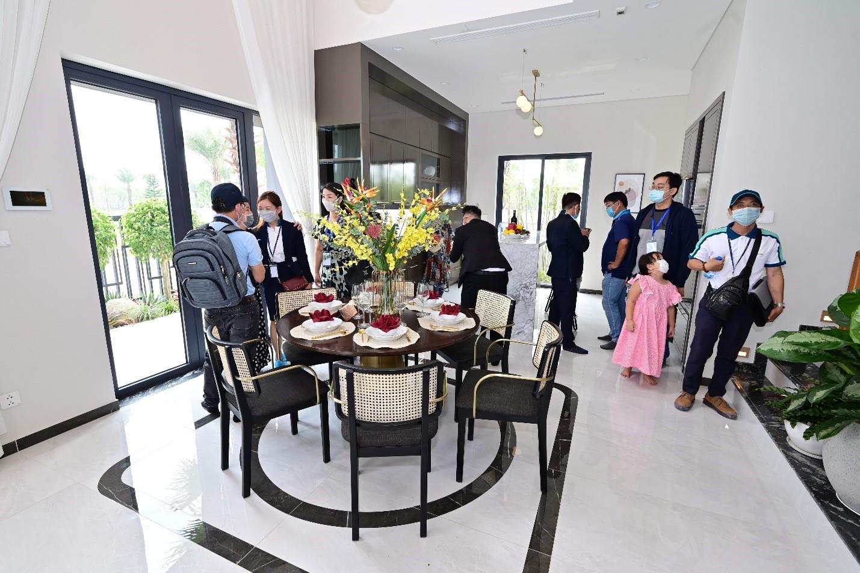 Bên cạnh tính kết nối gia đình, thiết kế nhà mẫu còn chú trọng không gian riêng tư. Do đó việc bố trí công năng sử dụng của biệt thự hay nhà phố luôn đảm bảo sự hợp lý và thể hiện được đẳng cấp cho gia chủ.