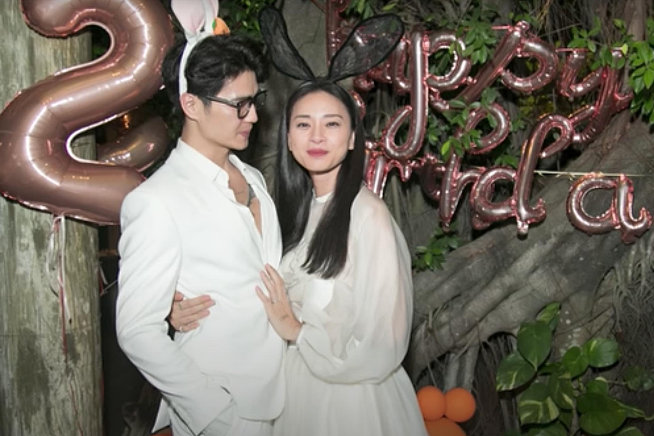 Cặp đôi ôm nhau tình cảm tại buổi tiệc sinh nhật của Ngô Thanh Vân.