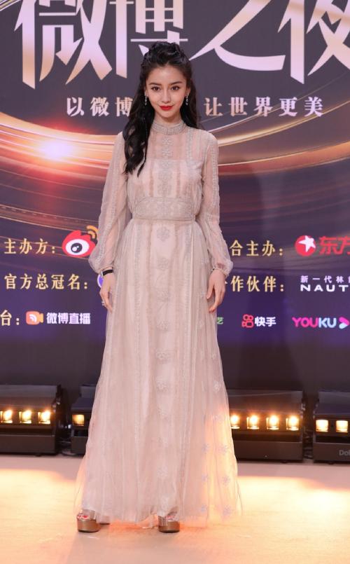Trăm hoa đua sắc trên thảm đỏ Weibo - 22