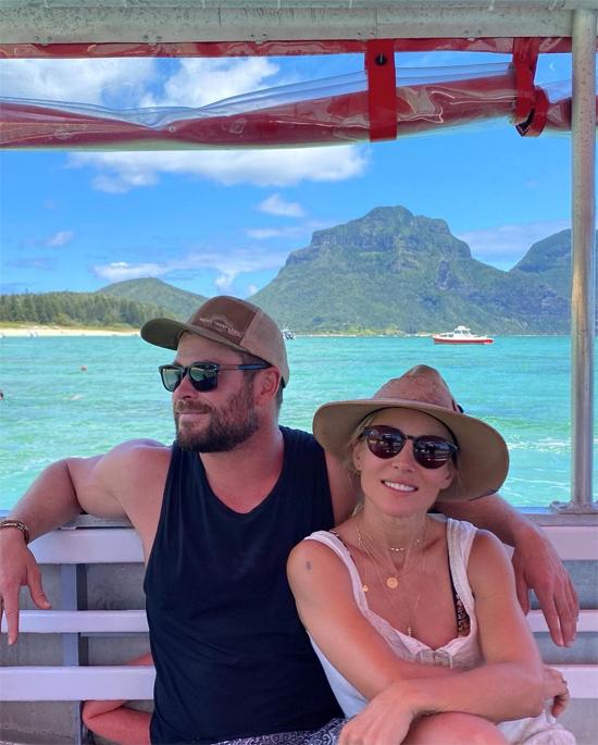 Chris và Elsa vừa kỷ niệm 10 năm kết hôn vào tháng 12/2020. Chris thổ lộ rằng anh ước có thể sống 200 năm bên người vợ tuyệt vời của mình. Elsa cũng viết trên Instagram:  Sẽ còn rất nhiều năm tháng kỳ diệu hơn nữa, luôn yêu anh và mãi mãi yêu, Chris Hemsworth.