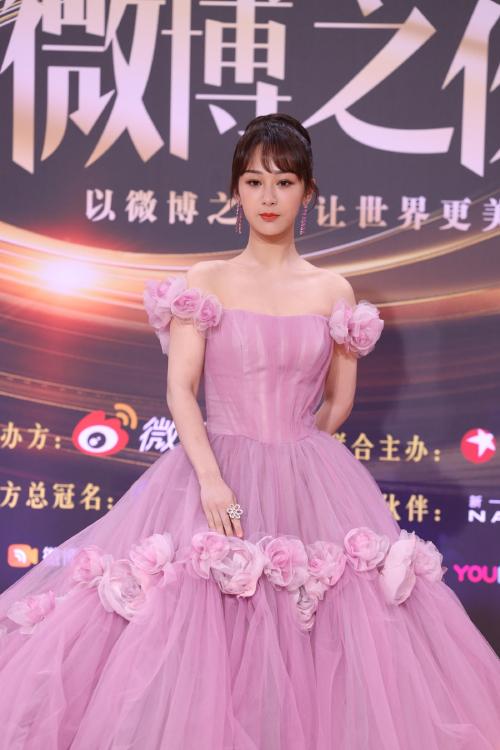 Trăm hoa đua sắc trên thảm đỏ Weibo - 28