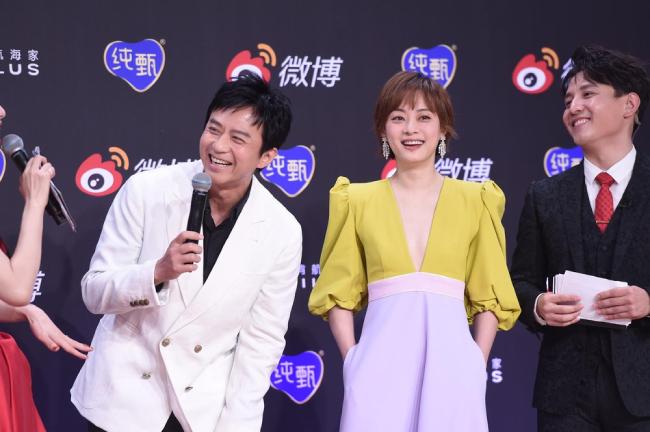 Trăm hoa đua sắc trên thảm đỏ Weibo - 16