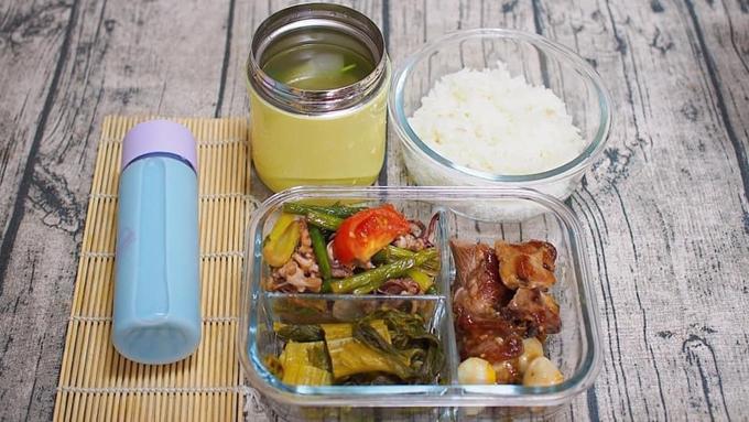 Chị Hoa cho hay bản thân không áp dụng nguyên tắc nào cụ thể trong việc nấu nướng mà thường căn cứ theo thực phẩm đã mua rồi chế biến sao cho cân bằng dinh dưỡng.