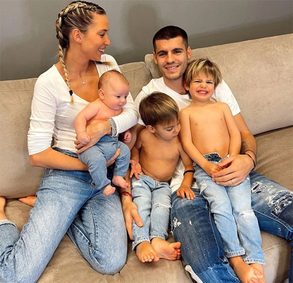 Vợ chồng Morata bên ba con trai. Ảnh: Instagram.