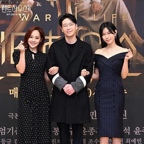 Ba diễn viên chính của phim Penthouse 2 (từ trái sang): Eugene, Uhm Ki Joon, Kim So Yeon.