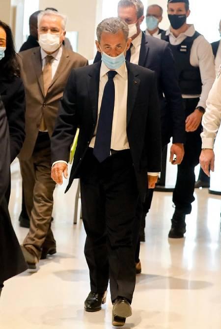 Cựu tổng thống Nicolas Sarkozy đến dự phiên tòa thủ đô Paris chiều 1/3: Ảnh: Backgrid.