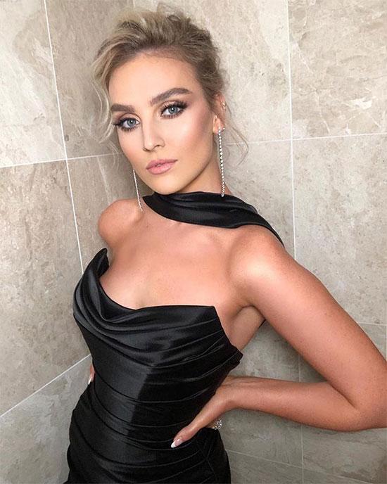 Nữ ca sĩ Perrie Edwards - bạn gái tiền vệ Alex Oxlade-Chamberlain của Liverpool xếp thứ 5 với tài sản trị giá 6 triệu bảng. Giọng ca 27 tuổi nổi danh từ chương trình X Factor năm 2001 trong nhóm nhạc Little Mix.
