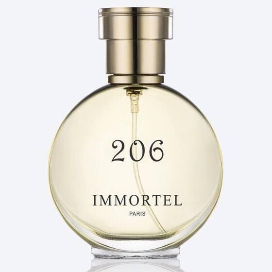 Nước hoa nữ Immortel 206 Eau De Parfum 60 ml giảm 35% còn 309.000 đồng; tạo nên từ hương trái cây ngọt ngào quyện vào những bông hoa e ấp của huệ tây, mộc lan và chút trầm của hương gỗ đàn hương. Sản phâm gây ấn tượng với hương đầu của những trái táo và nho đen hy lạp; hương giữa cộng hưởng với dòng năng lượng xanh mát của chanh, quýt và bạc hà; còn hương cuối có huệ tây, hoa hồng, mộc lan, gỗ đàn hương, gỗ cây tuyết.