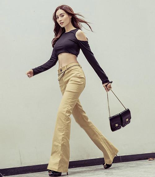 Từ hình ảnh ngọc nữ điện ảnh với nét trang nhã, Lan Ngọc có bước thay đổi mới hình ảnh với nét sexy, năng động. Cách xây dựng hình tượng mới giúp nữ diễn viên ấn tượng và cuốn hút không thua kém các fashionista nổi tiếng của làng giải trí Việt.