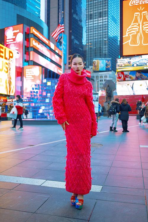 Hai nhà thiết kế khéo léo tận dụng tài năng của các nghệ nhân đan len truyền thống để mang tới nhiều kiểu váy ứng dụng độc đáo.
