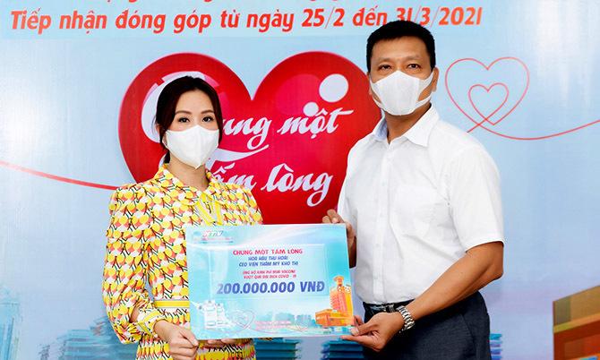Thu Hoài và bạn trai ủng hộ 200 triệu đồng mua vaccine ngừa Covid-19