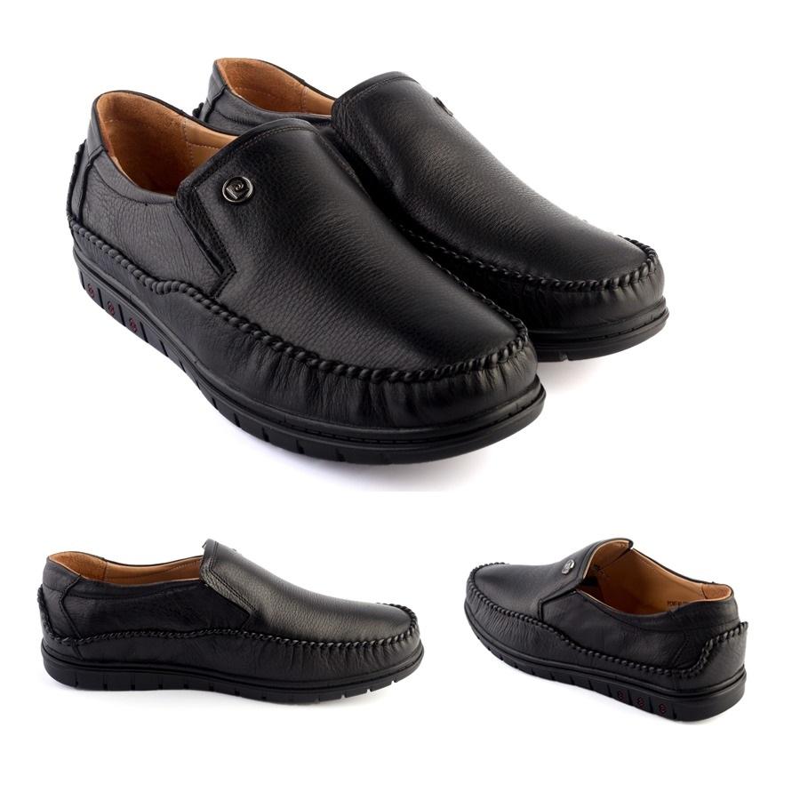 Giày da Pierre Cardin Black Loafer PCMFWLC083-BLK sử dụng công nghệ ép Cement, mặt trong và ngoài đều làm từ da bò, tạo cảm giác thoải mái, không hầm bí dù mang trong thời gian dài. Đế giày có các rãnh chống trượt, giúp người mang tự tin bước đi, giữ thăng bằng.