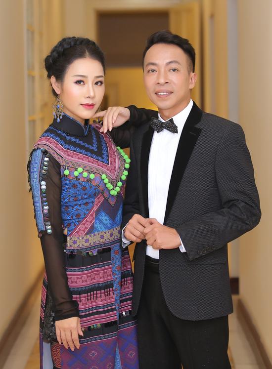Ca sĩ Hoa Trần và ông xã, ca sĩ Việt Hoàn.