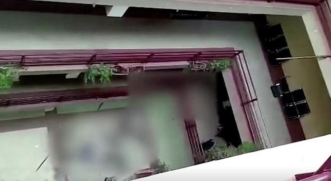 Khu vực giếng trời trong tòa nhà thuộc Đại học El Alto - nơi các sinh viên bị ngã chết và bị thương sáng 2/3. Ảnh: Twitter.