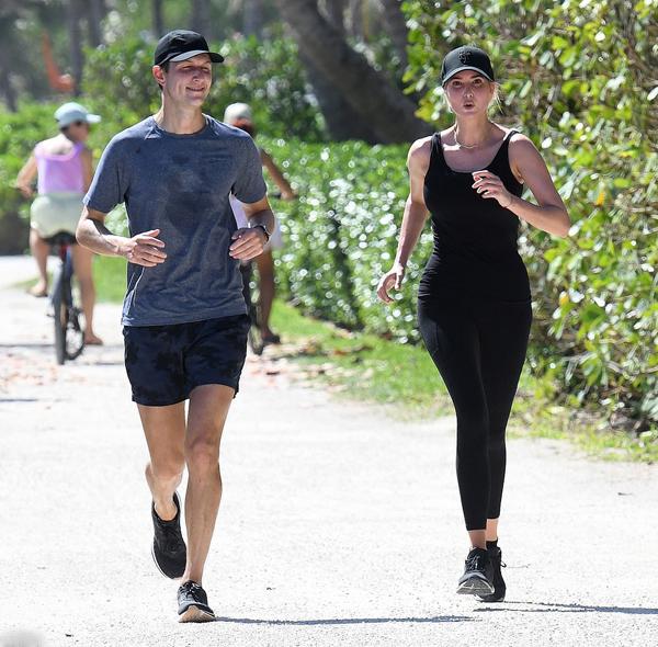 Ivanka cùng chồng chạy bộ khi đến New York vài ngày trong tuần trước. Ảnh: Mega.