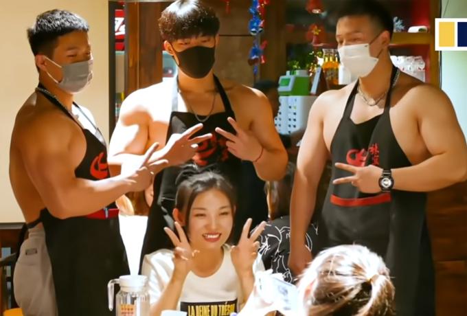 Quán lẩu cơ bắp cuồn cuộn ở Trung Quốc