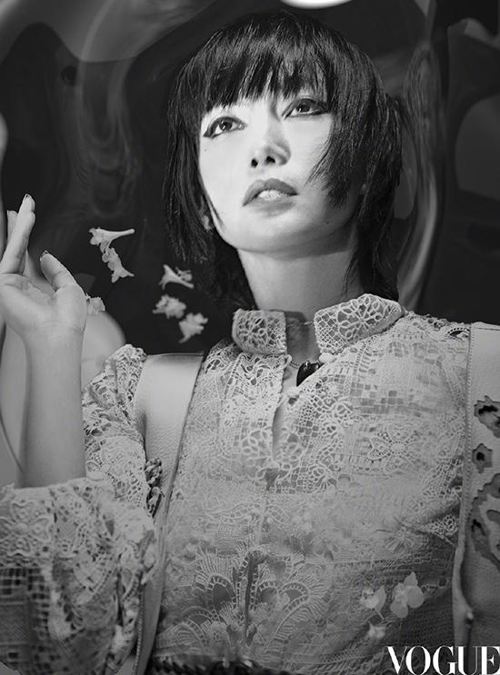 Lý Băng Băng trông giống Trần Khôn trên bìa Vogue - 16