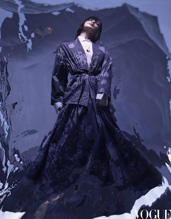 Lý Băng Băng trông giống Trần Khôn trên bìa Vogue - 2