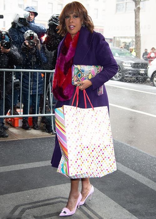 Oprah Winfrey mang quà đến dự tiệc mừng em bé của Meghan hồi đầu năm 2019 ở Mỹ. Ảnh: GC Images.