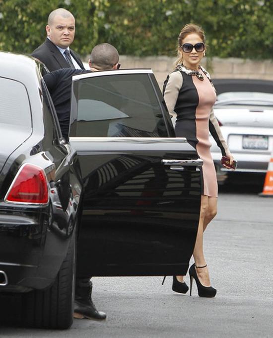 Rolls-Royce Ghost đen bóng với nội thất màu trắng tương phản là một trong những xế hộp mà Jennifer Lopez yêu thích nhất.